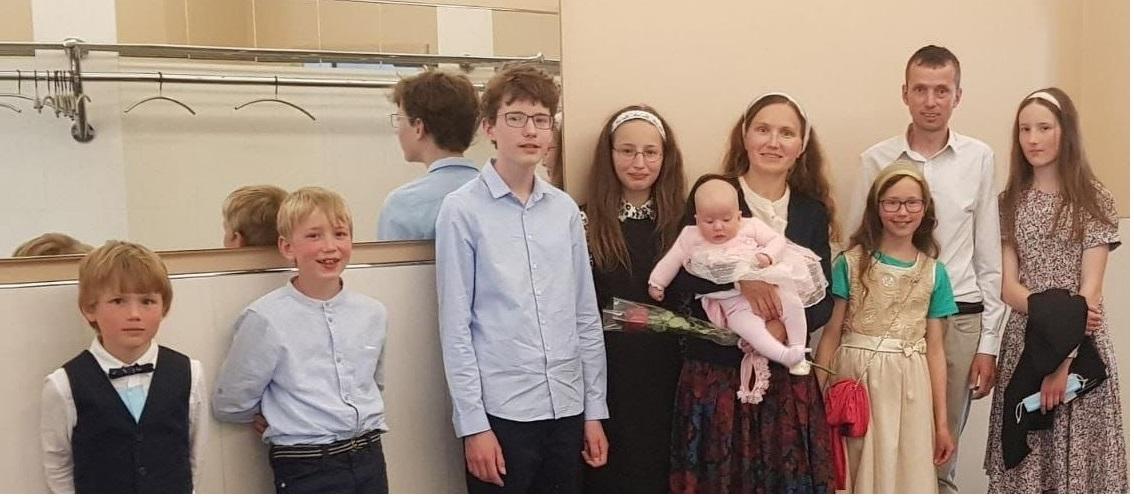 ARN atrage atenția: 7 copii răpiți ilegal pe motiv că sunt educați creștinește